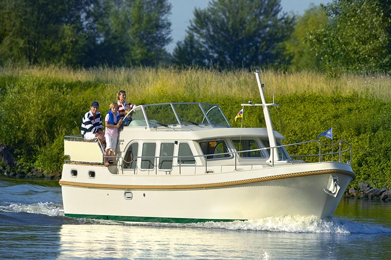 Self-drive boat rental cruises