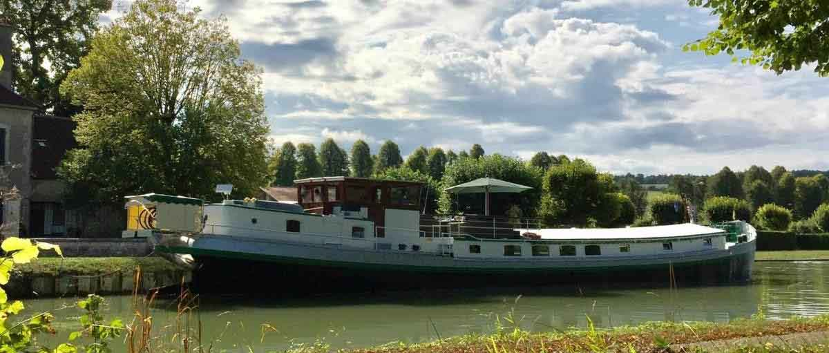 Elisabeth charter cruises