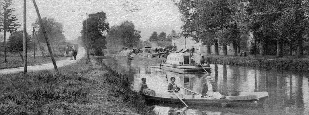 Old postcards of the canal and barges