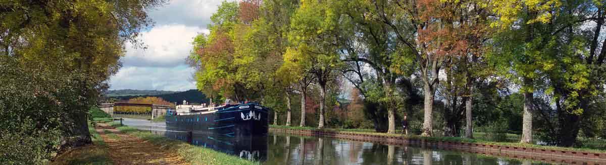 The hotel barge Magnolia