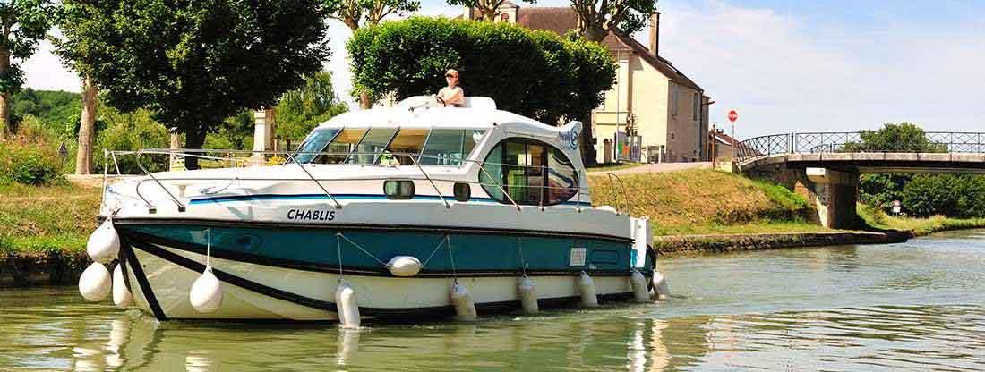 Nicols self drive boat rentals