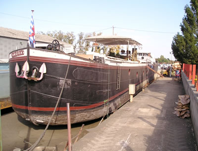 The Atelier Fluvial is one of the most experienced barge dry docks in France